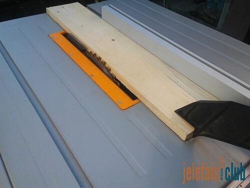 baton-poussoir-scie-table-piece-decoupe