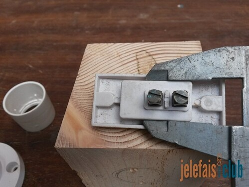 mesure-interrupteur-pied-coulisse-lampe-vintage