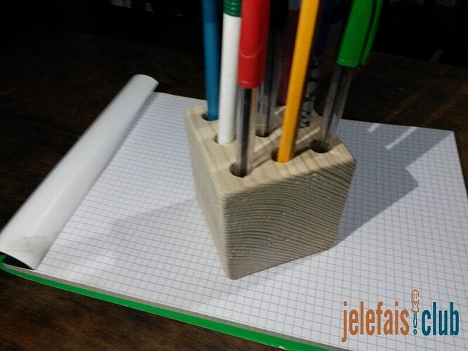 cube-palette-porte-stylo-bois-brut