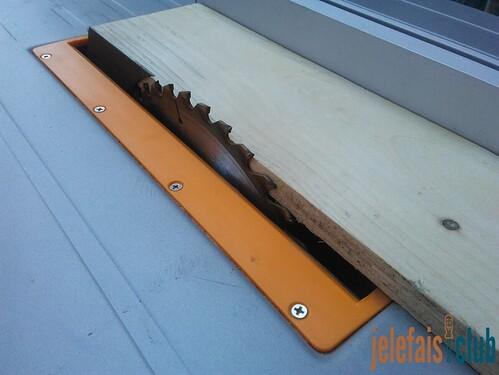 piece-bois-decoupe-scie-table