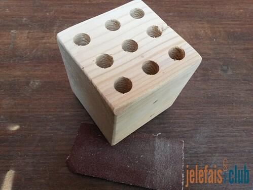 poncage-finition-arretes-arrondies-papier-abrasif-cube-palette