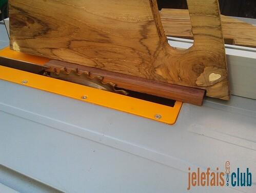 surface-appui-butee-poussoir-piece-scie-table-utilisation