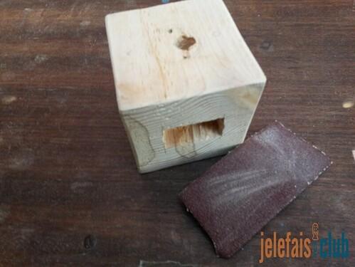 poncage-finition-arretes-arrondies-papier-abrasif-cube-palette-lampe-vintage