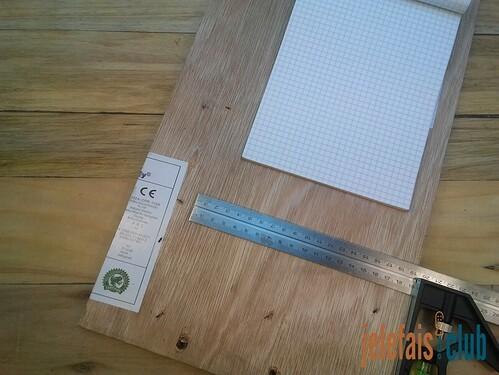 mesure-tracage-equerre-contreplaque-support-bloc-notes