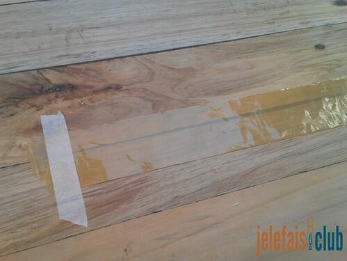 fixation-ruban-adhesif-fabrication-tirelire-hexagonale