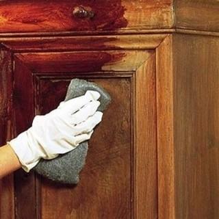 decapant-gant-meuble